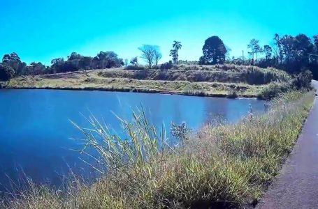 Bombeiros de Apucarana retiram corpo de vítima de assassinato na represa do Schmidt