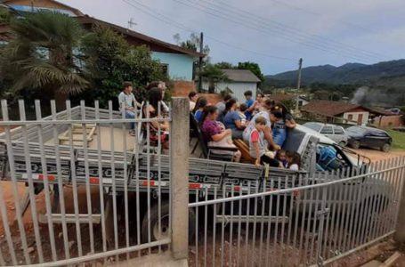 Cinco pessoas morrem e mais de 20 ficam feridas após veículo cair em ribanceira na PR-092, diz polícia
