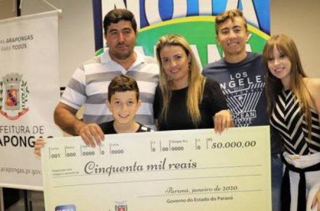 Araponguense recebe prêmio de R$ 50 mil no Nota Paraná