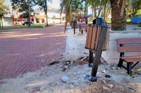 Vândalos causam estragos na Praça Mauá, em fase final de revitalização