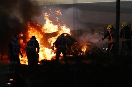 Romain Grosjean sofre acidente assustador com fogo após largada do GP do Barein
