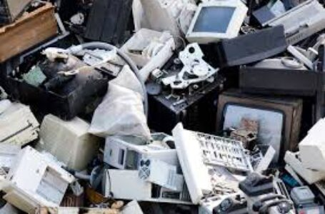 Neste sábado dia 12/12, tem recolhimento de lixo eletrônico e arrecadação de brinquedos pra nossas crianças