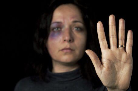 Marido bate na mulher, mas depois apanha com madeira e barra de ferro