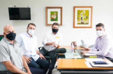 Prefeito de Arapongas cobra nova remessa de vacinas e outras demandas durante audiências em Curitiba