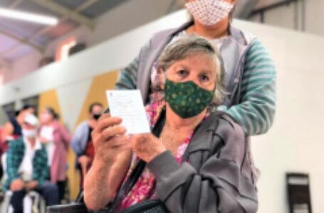 Saúde aplica 2ª dose de CoronaVac nos idosos com 67 anos ou mais