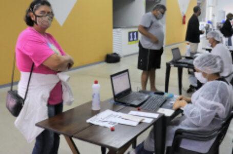 AstraZeneca: Arapongas abre vacinação aos idosos com 60 anos