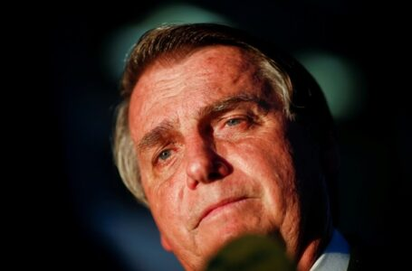 Bolsonaro é encaminhado ao hospital após se queixar de dores
