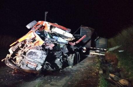 Acidente Fatal :- Motoristas morrem em colisão frontal em Cornélio Procópio