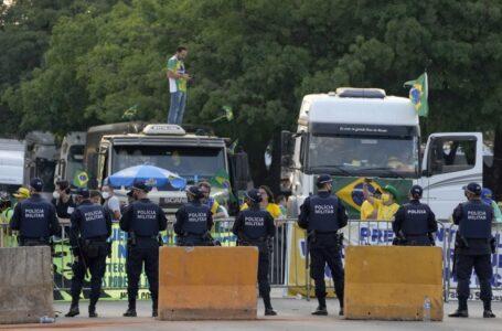 Bolsonaro grava áudio e pede para caminhoneiros liberarem estradas