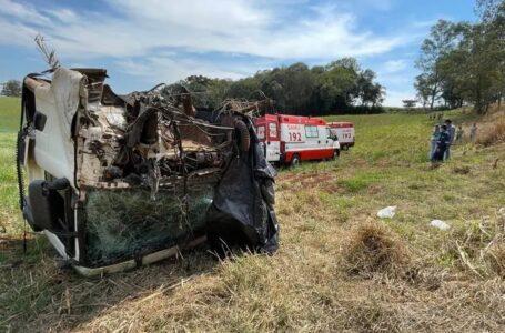 Em acidente a cabine de caminhão se desprende e motorista fica ferido