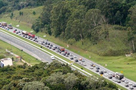 Manifestantes bloqueiam estradas entre Paraná e SC